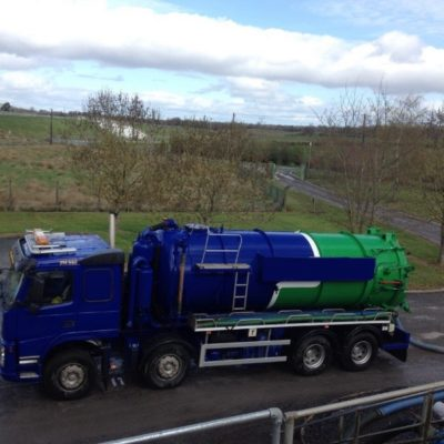 Vallely 4000 gallon tanker with large vacuum pump