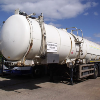 2005 Whale tri axle stainless steel 6400 gallon vacuum tanker with on board donkey engine