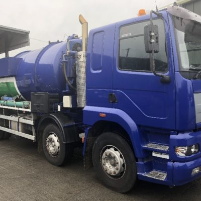 4000 Gallon stainless steel vacuum tanker